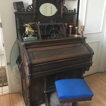 Early 1900 Pump Organ-Works great