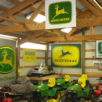1956,1968, and 2000 Deere sign's