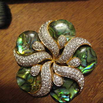 Beautiful BUTLER Fifth Avenue Collection Brooch and Earrings - Costume Jewelry