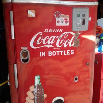 VMC 242 Coca-Cola Machine - Coca-Cola
