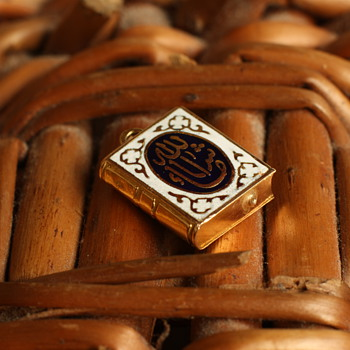 19th century 18 carat gold  and enamel Islamic charm - Fine Jewelry