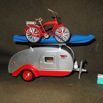 Greenlight Collectibles 1964 Winnebago 216 Teardrop Trailer 1:24 Scale - Model Cars