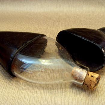 Teardrop-shaped glass hip flask 1800-1840?