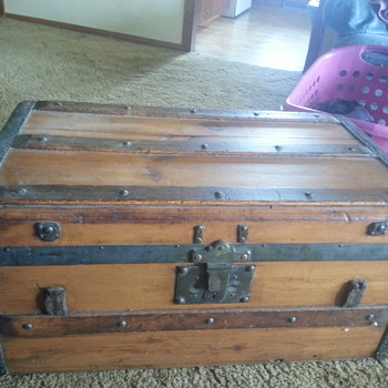 My new trunk- help with date please - Furniture