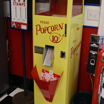 Popcorn dispenser - Coin Operated