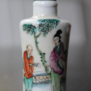 Tall Woman Small Man Snuff Bottle