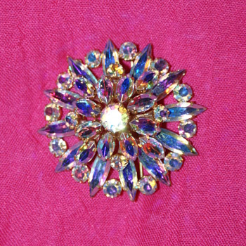 Large Unmarked Aurora Borealis Vintage Brooch - Costume Jewelry