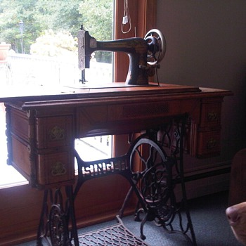 ~1901 Singer Treadle Sewing Machine - Sewing
