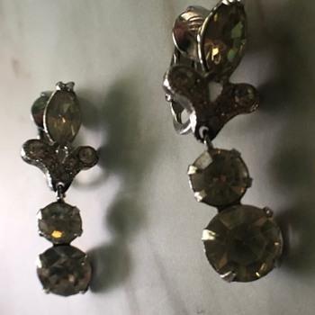 beautiful clip on earrings - Costume Jewelry