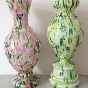 Two Victorian aventurine brokované / spatter glass vases - Art Glass