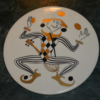 Round Tile with a Gilded Joker Signed WHEELING - Mid-Century Modern