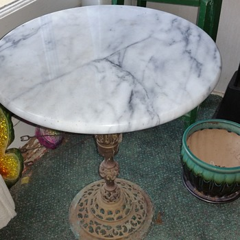 Brass and marble table - Furniture