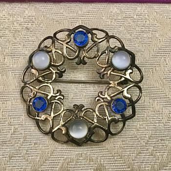 Pretty brooch - Costume Jewelry