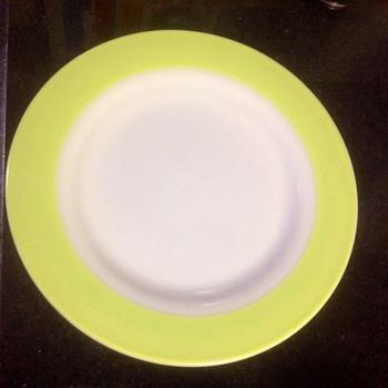 Vintage Pyrex plates - Kitchen
