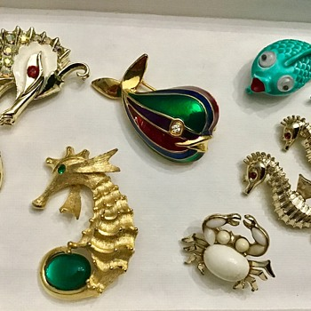 Under the sea brooches - Costume Jewelry