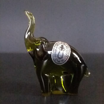 Pilgrim Art Glass elephant figurine - Animals