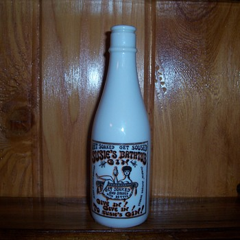 Seymore Mann ceramic SUSIE`S BATHTUB GIN bottle - Bottles