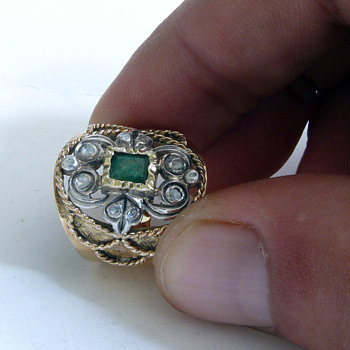 antique gold ring with platin diamonds and a smaragd - Fine Jewelry