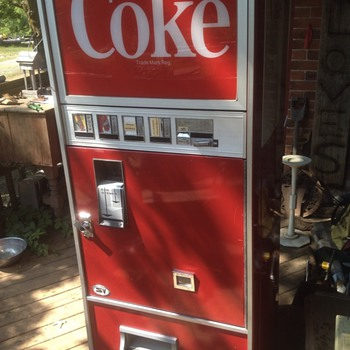 Vintage coke machine!  - Coca-Cola