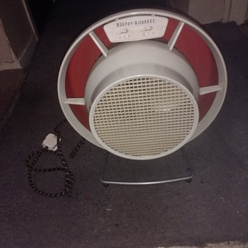 Morphy Richards Hot and cold air blower heater with original banded lead in working condition.