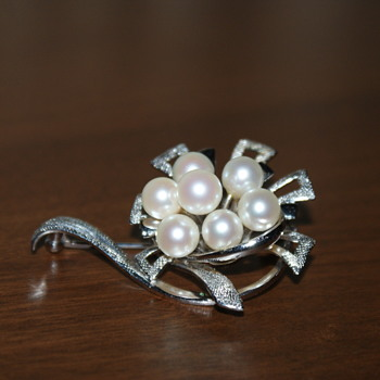 Vintage Sterling Silver and Pearls Brooch - Fine Jewelry