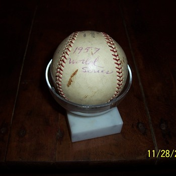 signed 1957 world series baseball-Hank Aaron - Baseball