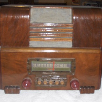 1938 Firestone Wooden Radio