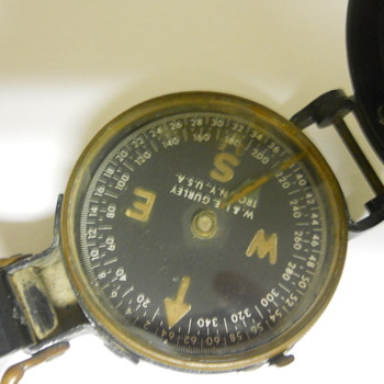 World War II compass with radium dial - Military and Wartime