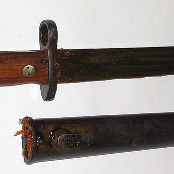 Sword or bayonet covered in preservative? - Military and Wartime
