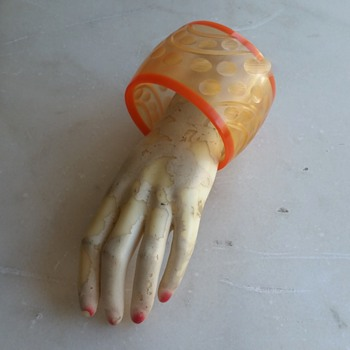 October Orange: 1970's fakelite bangle - Costume Jewelry