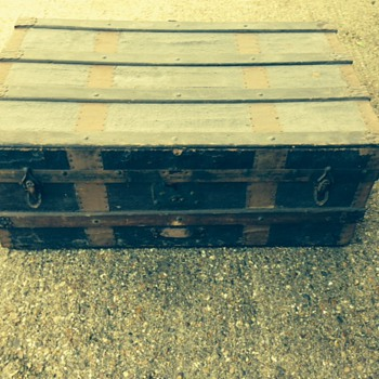 lightweight with wooden slats and metal fixings, looks like leather finsh - Furniture