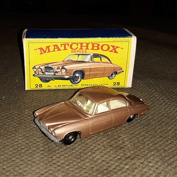 Major Materialistic Matchbox Monday MB 28 Jaguar Mk 10 With E Box  - Model Cars