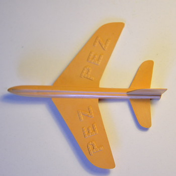 PEZ airplane - Toys