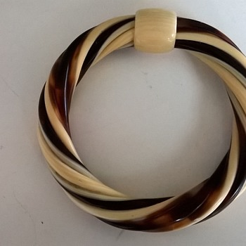 1970s Lea Stein Paris Cellulose Acetate Bangle Flea Market Find $1.00 - Costume Jewelry
