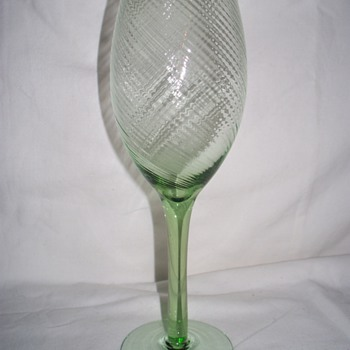 Who made this tightly swirled glass? - Glassware