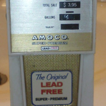 gas pump shaped am radio