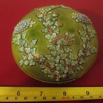 antique cosmetic powder box porcelain asian chrysanthemum - Asian