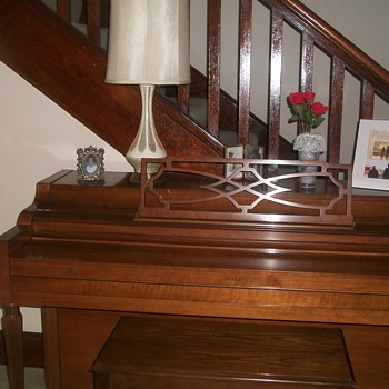 Everrtt Piano Mint condition - Music Memorabilia