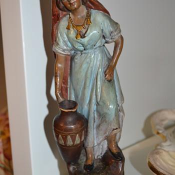 Watercarrier girl figurine - Figurines