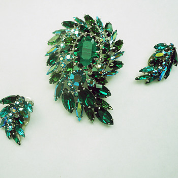 Favourite Sherman Emerald Green and Bluish Ab Brooch Set, All Pieces Signed Sherman - Costume Jewelry
