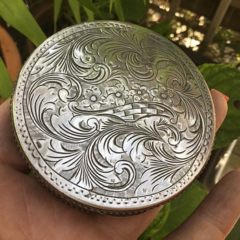 Vintage Silver compact - Accessories