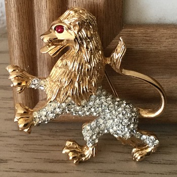 K.J.L. MAJESTIC LION....1960's! - Costume Jewelry