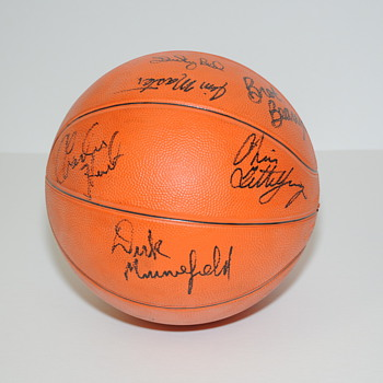 University of Kentucky Signed Basketball