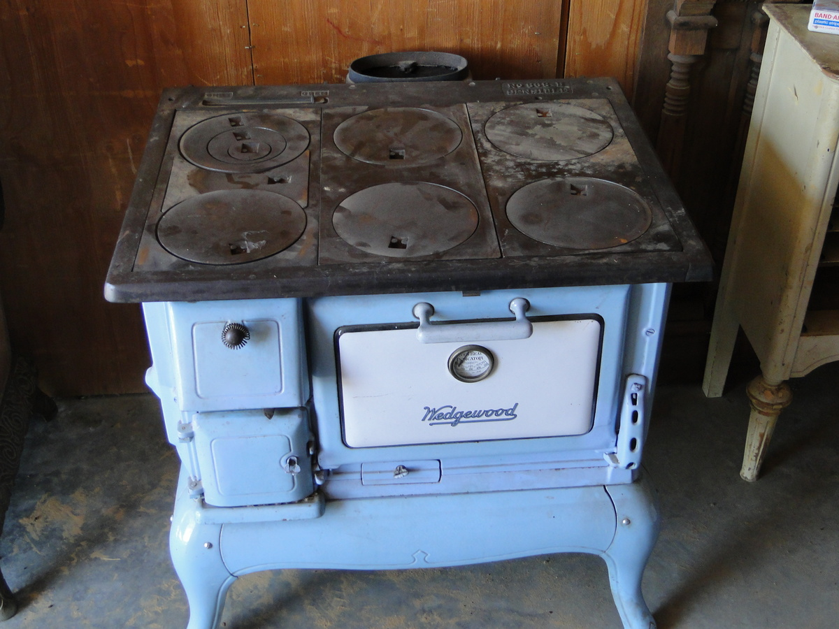 Wedgewood wood cook stove | Collectors Weekly