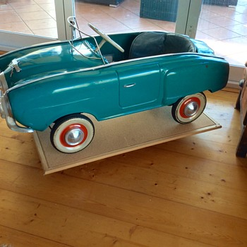 Moskvich Generation I Pedal Car MZMA 1969 (1950 -51 Studebaker Champion)  - Toys