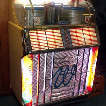 Wurlitzer 1550 Jukebox - Coin Operated