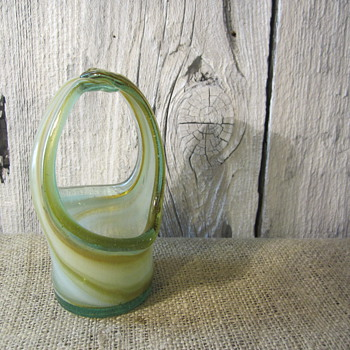from granny, saw as a child and loved it - Art Glass