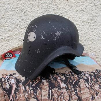 iraqi fedayeen helmet  - Military and Wartime