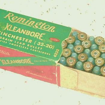 Full box of  Winchester 32-20 - Sporting Goods