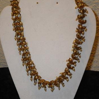 Super unique looking necklace! - Costume Jewelry